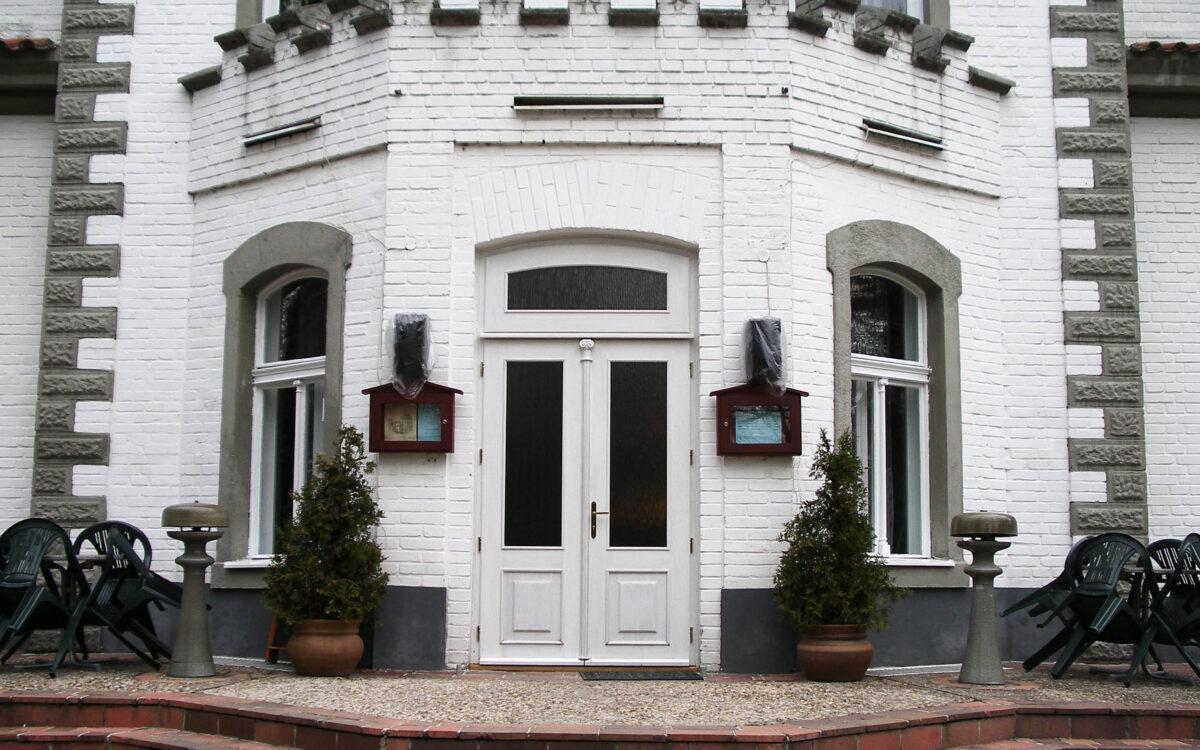 Dveře zámku Staré Čívice